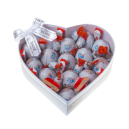 Kinder Hamper Small Σε Λευκό Κουτί Σχήμα Καρδιά Γεμάτο Με Κinder Bueno.