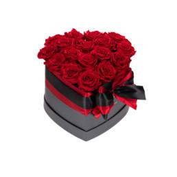 Forever Roses Medium Flower Box Με Κόκκινα Τριαντάφυλλα Σε Μαύρο Κουτί Καρδιάς